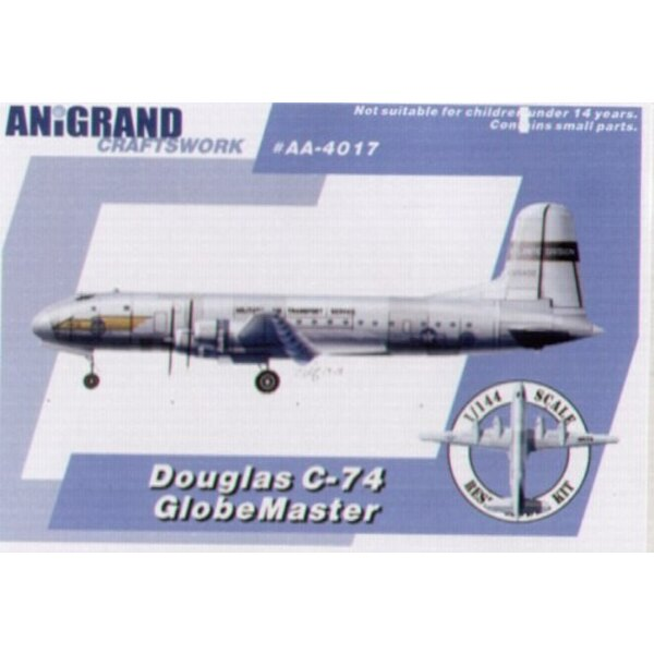 Douglas C-74 GlobeMaster. Inclut aussi maquettes en prime du Republic F-84B Thunderjet Sikorsky R-5A Vought XF5U-1 Volant le Crê