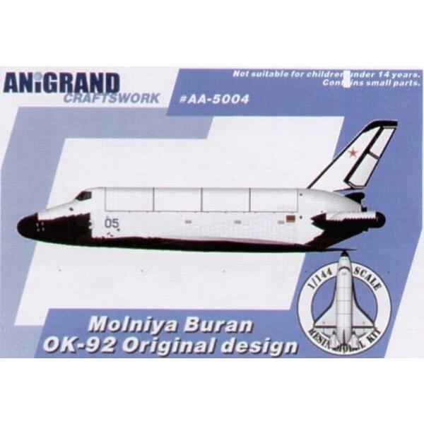 Molniya Buran OK 92, navette spatiale. En 1972 Président américain Nixon a approuvé un programme pour développer un système de N