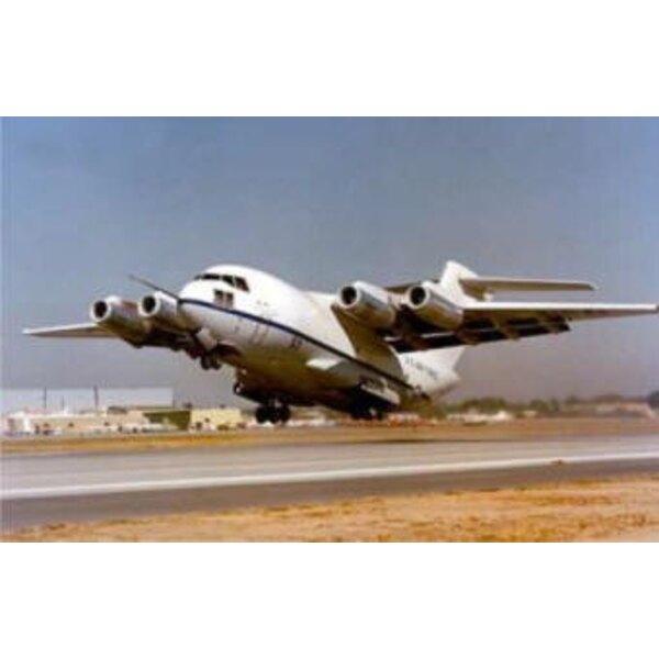 McDonnell YC-15 prototype STOL pour former le Globemaster C-17.En 1972, l'US Air Force a publié le programme de transport STOL