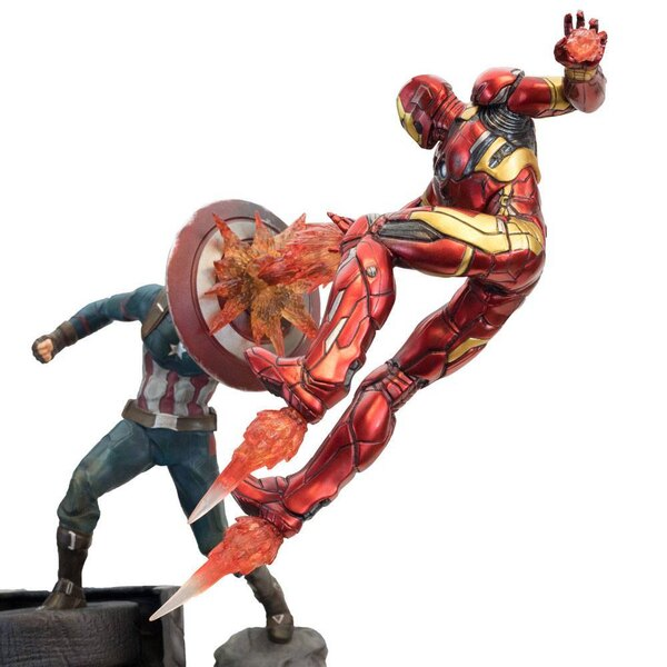 Captain America Civil War statuette Premium Motion Captain America vs Iron Man 43 cm