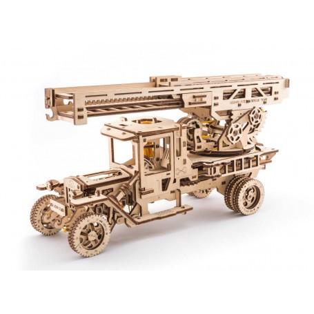 Camion à échelle de feu