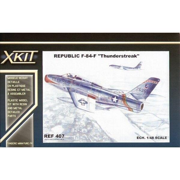 Republic F-84F Thunderstreak. C'est la maquette Heller avec le nouveau fuselage amélioré etc