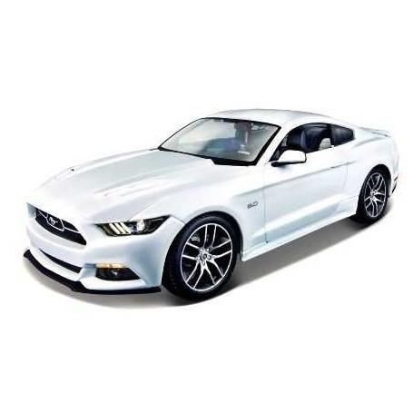 Ford Mustang gris rouge et chapeau blanc