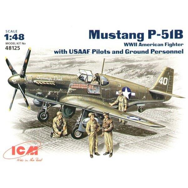 North American P-51B Mustang USAAF avec des pilotes de l'USAAF et personnel au sol