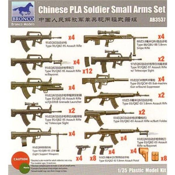 Coffret d'armes légères de Soldat de l'armée populaire chinoise. Inclut le Type d'assault 95/QBZ-95 le fusil x 4 Type d'assault