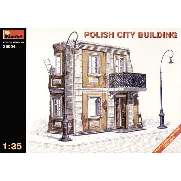 Bâtiment de ville polonaise en ruine