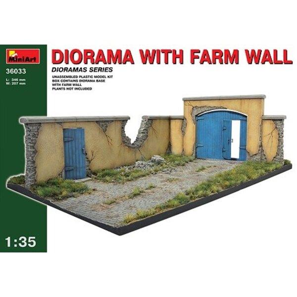 Base de cour de ferme avec mur et porte