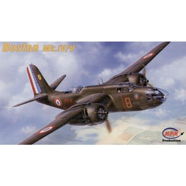 Boston Mk.IV/V. C'est la version de bombardier du Havoc qui a notamment le nez verni pour le bombardier. US Army a désigné cette
