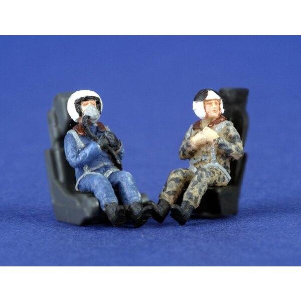 2 pilotes russes modernes assis dans l'avion