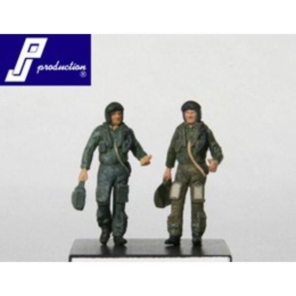 2 pilotes de la RAF moderne debout (comme dans PJ721117)