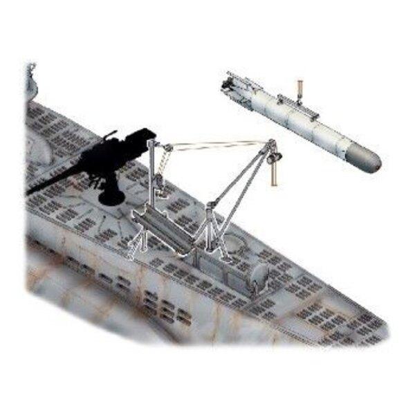 U-Boot Type VIIc : treuil pour charger les torpilles en mer. Le kit contient un treuil pour charger torpilles sur mer et une tor
