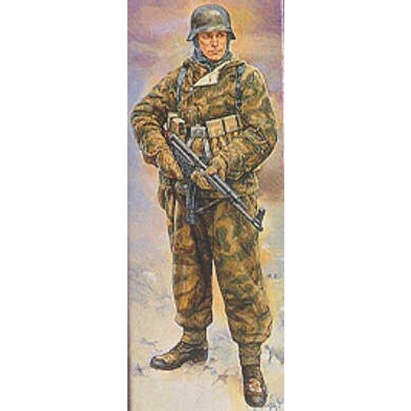 Soldat allemand de la 2ème GM en uniforme d'hiver reversible
