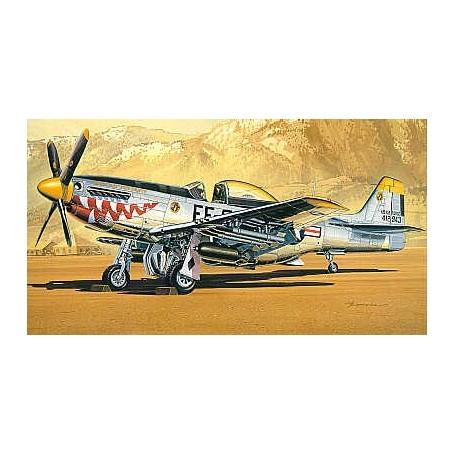 North American P-51D Mustang guerre de Coréede avec roquettes et bombes
