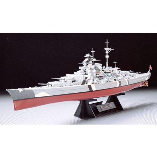 Bismarck la chasse du Bismarck est une des épopées les plus célèbres dans l'histoire du combat naval et Tamiya vous apporte main