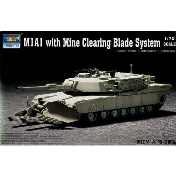 M1A1 avec système de lames de déminage