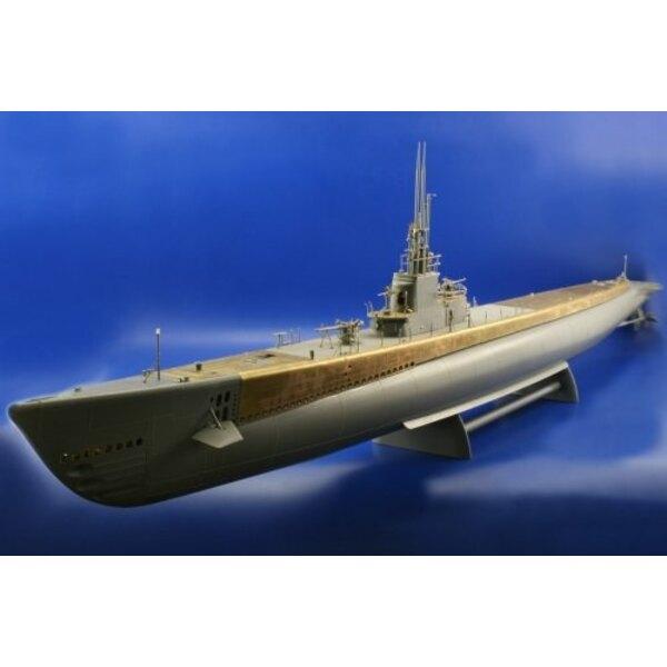 Gato class submarine (diseñado para ser ensamblado con maquetas de Revell)