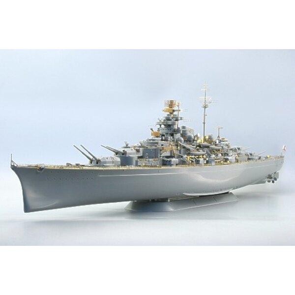 Tirpitz (diseñado para ser ensamblado con maquetas de Revell)