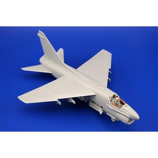 Vought A-7A Corsair II (auto-adhésif) - pièces pré-peintes en couleur (pour les maquettes Hobby Boss)