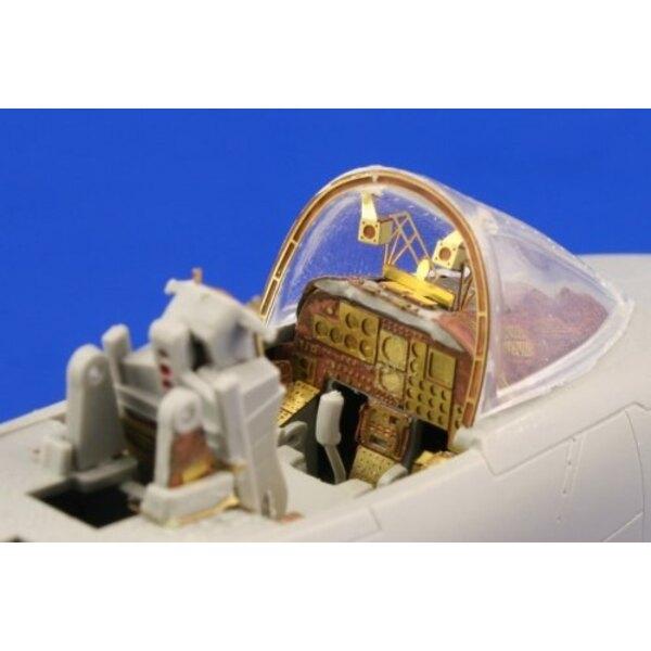 """intérieur de Fairchild A-10 Thunderbolt II - pièces pré-peintes en couleur (pour les maquettes Italeri) Ce coffret """"Zoom"""" est un"""