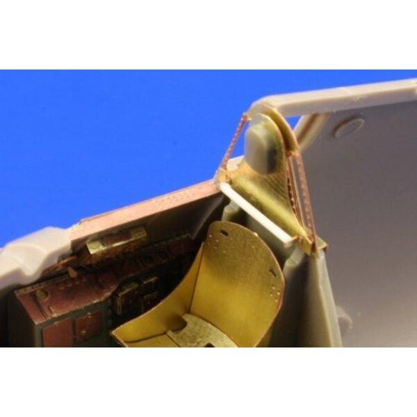 """Grumman F6F-3 Hellcat ((auto-adhésif)) - pièces pré-peintes en couleur (pour maquettes Eduard) Ce coffret """"Zoom"""" est une version"""