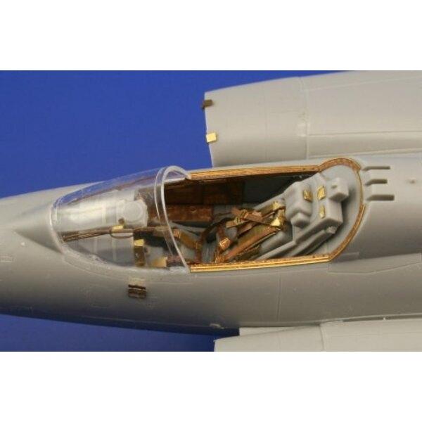 """Saab J-35 Draken (auto-adhésif) - pièces pré-peintes en couleur (pour maquettes Hasegawa) Ce coffret """"Zoom"""" est une version simp"""