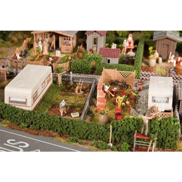 2 Jardins d'ouvrier avec caravane