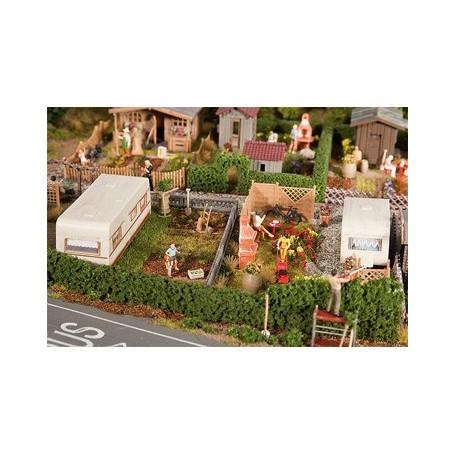 Jardins d'ouvrier avec caravane