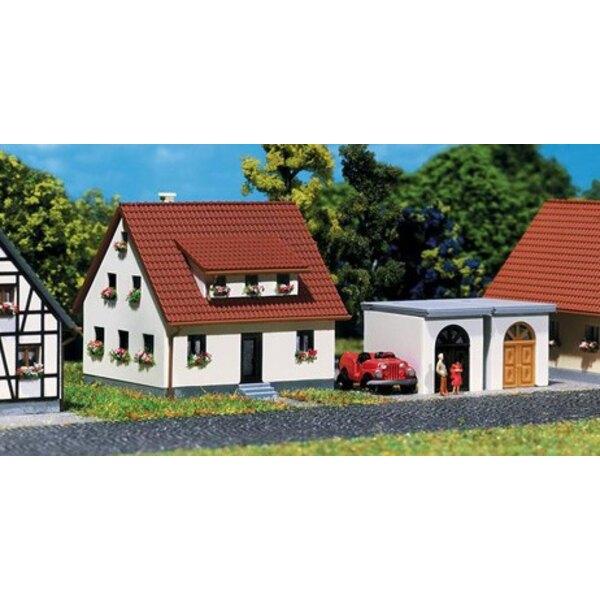 Maison de lotissement avec garage