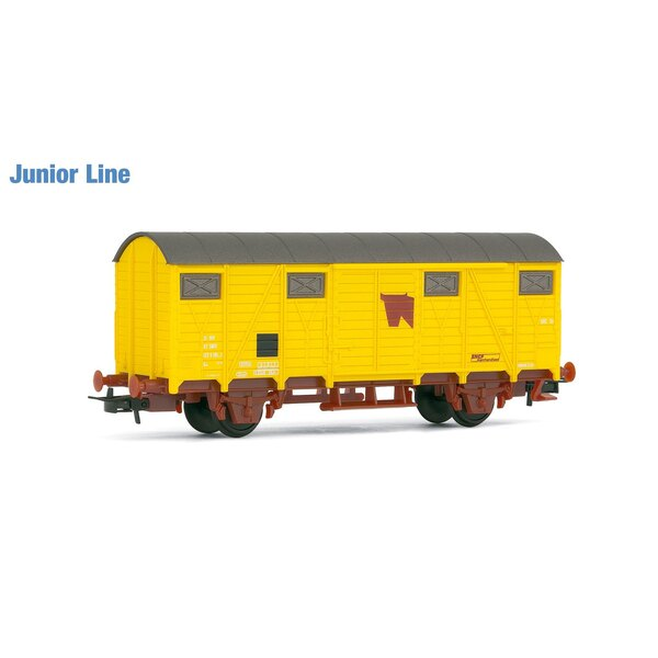 Covered wagon to transport yellow cattle