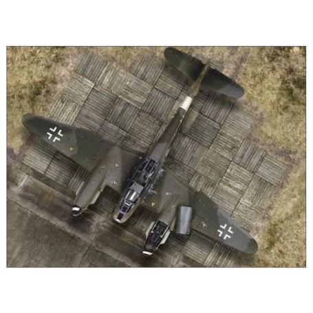 WWII Luftwaffe Hardstand: Planche 1/48 (dimensions approximatives: Longueur: 39.5 cm / 15.5 pouce; Largeur: 28 cm / 11.02 pouce)