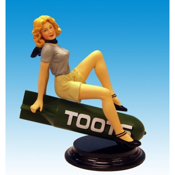 Statue Toots B17 Fortress pinup