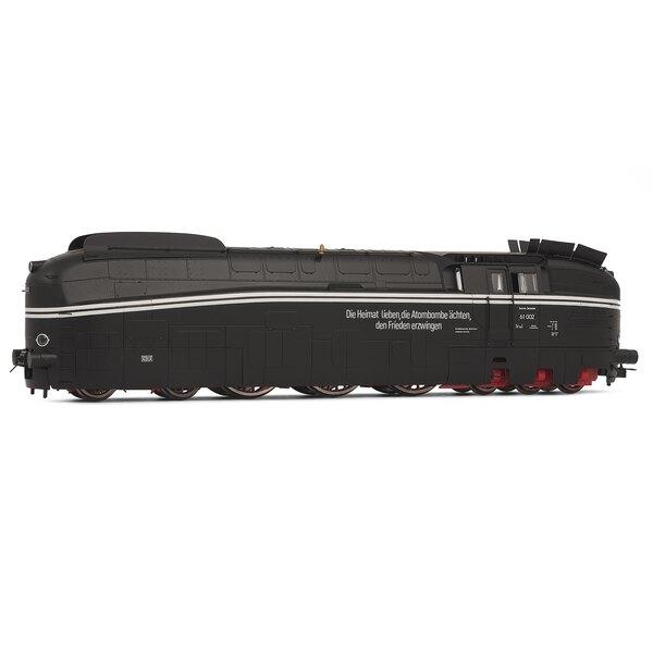 Locomotora de vapor 61 002 con el lema pintado, DR