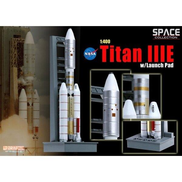 Titan IIIE w / plataforma de lanzamiento