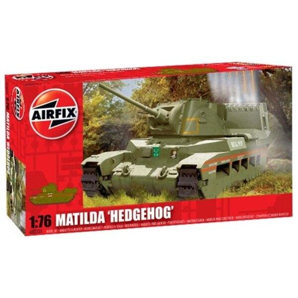 """Matilda """"Hedgehog"""" avec lance roquette monté sur l'arrière"""