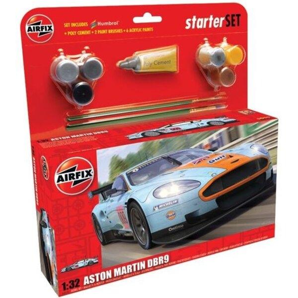 Aston Martin DBR9. Le pack contient de la colle, 2 pinceaux et 6 peintures acryliques.