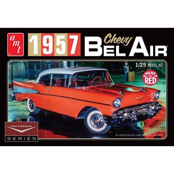 1957 Chevrolet Bel Air Coupe 1/25 échelle kit plastique avec 160+ pièces, y compris la photo-gravure et feuille d'argent.Corps