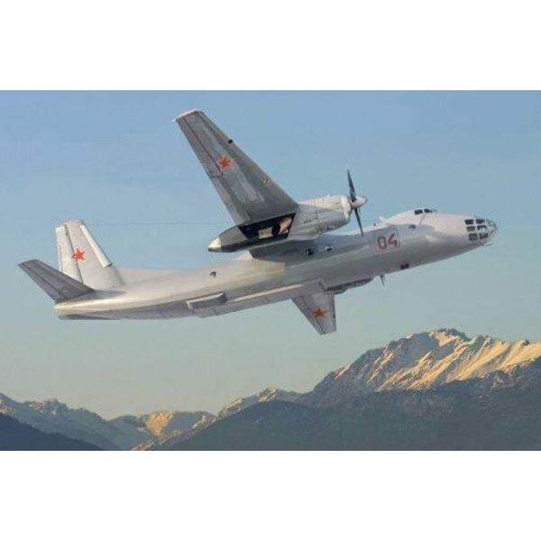 Antonov An-30. L'Antonov An-30 est un dérivé de l'An-24 avec un nouveau fuselage en avant du cadre 11. Le nez de fuselage est ab