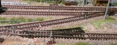 Vías y accesorios para tren eléctrico